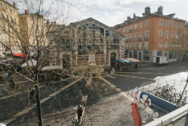 Vue sur la Place Sainte-Claire